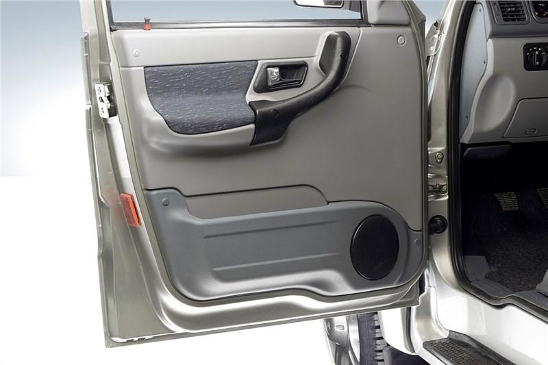 UAZ Patriot Sport 2008 внутренняя панель левой передней двери
