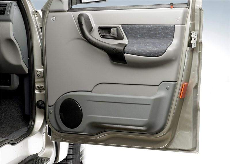 UAZ Patriot Sport 2008 внутренняя панель правой передней двери