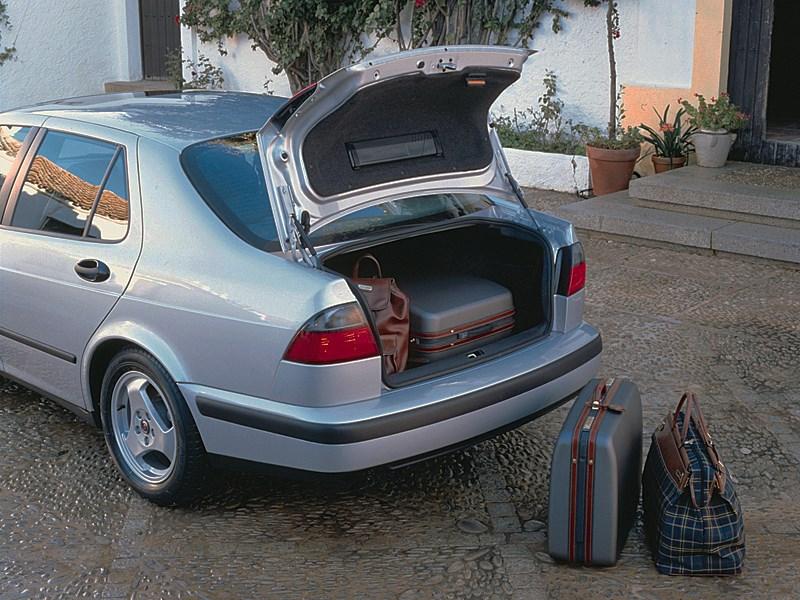 Saab 9-5 2001 sedan обладает внушительным багажником