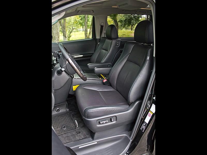 Toyota Alphard 2008 передние кресла
