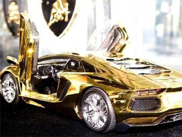 В Дубае можно заказать Lamborghini Aventador LP 700-4 с золотым корпусом