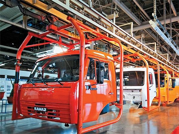 Завод «КамАЗ» будет простаивать три дня вместо пяти