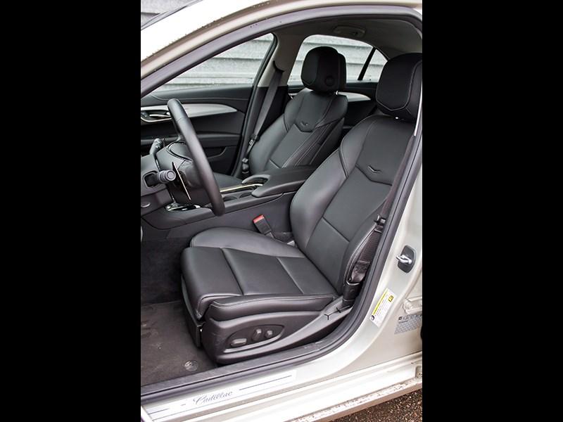 Cadillac ATS 2012 передние кресла 2