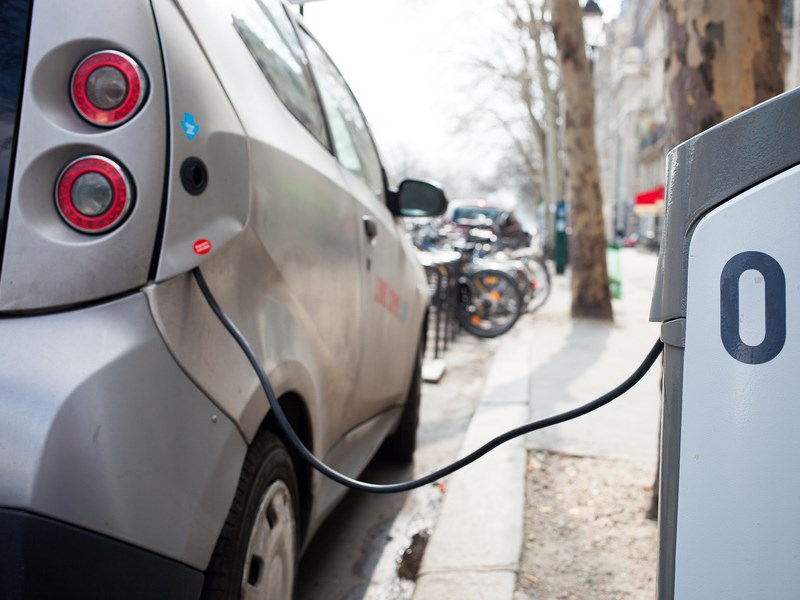 На всех АЗС в России вскоре появятся зарядки для электрокаров