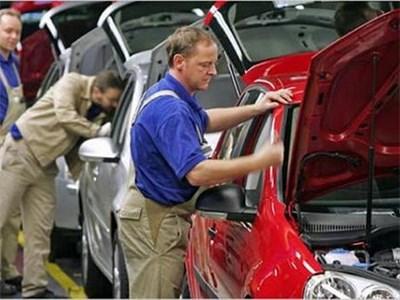 Производство новых автомобилей в России упало на 1,3%