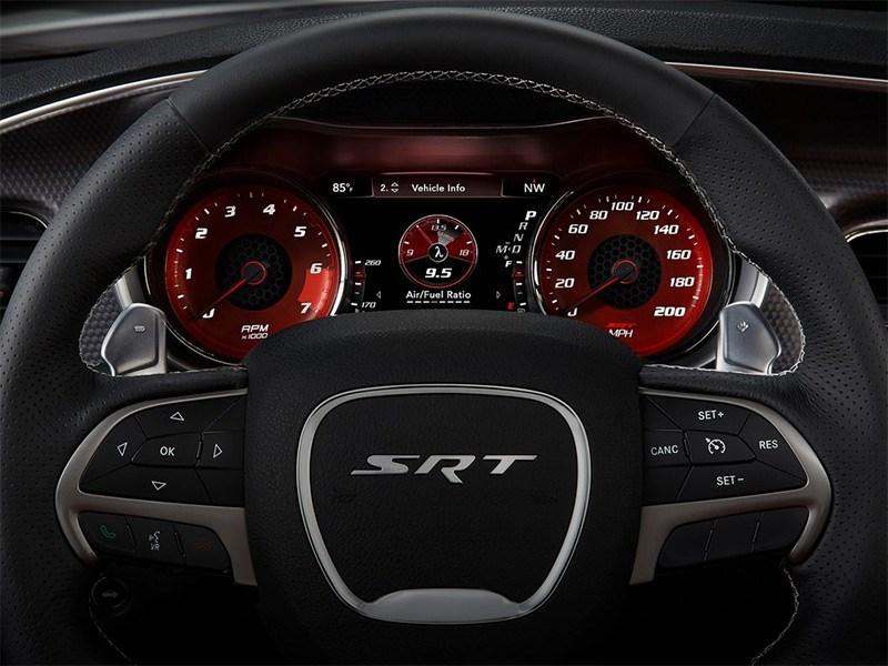 Dodge Charger SRT Hellcat 2015 приборная панель