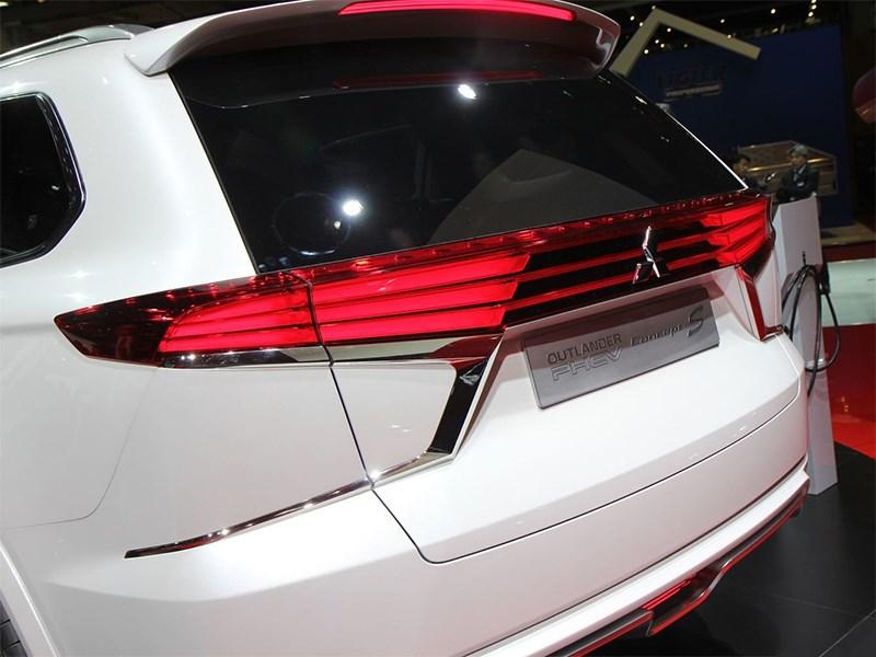 Mitsubishi Outlander PHEV Concept-S 2014 вид сзади