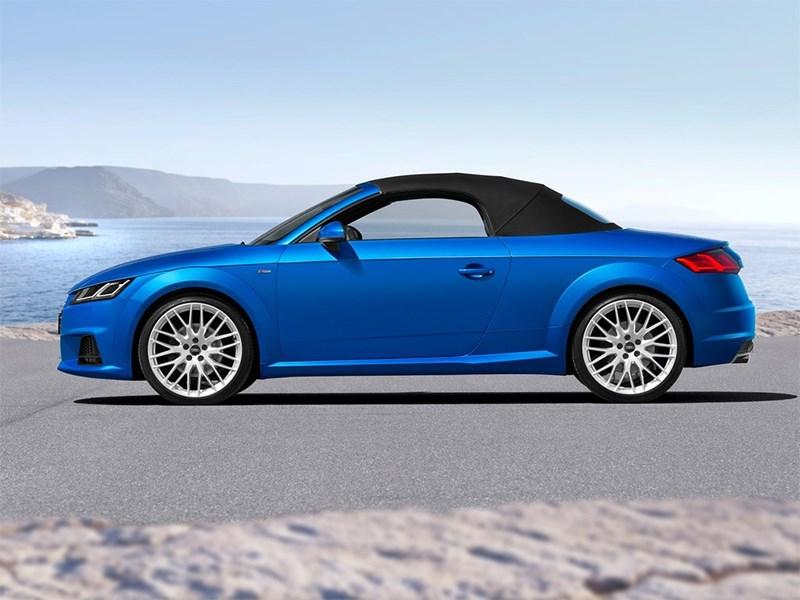 Audi TT Roadster 2015 вид сбоку с крышей
