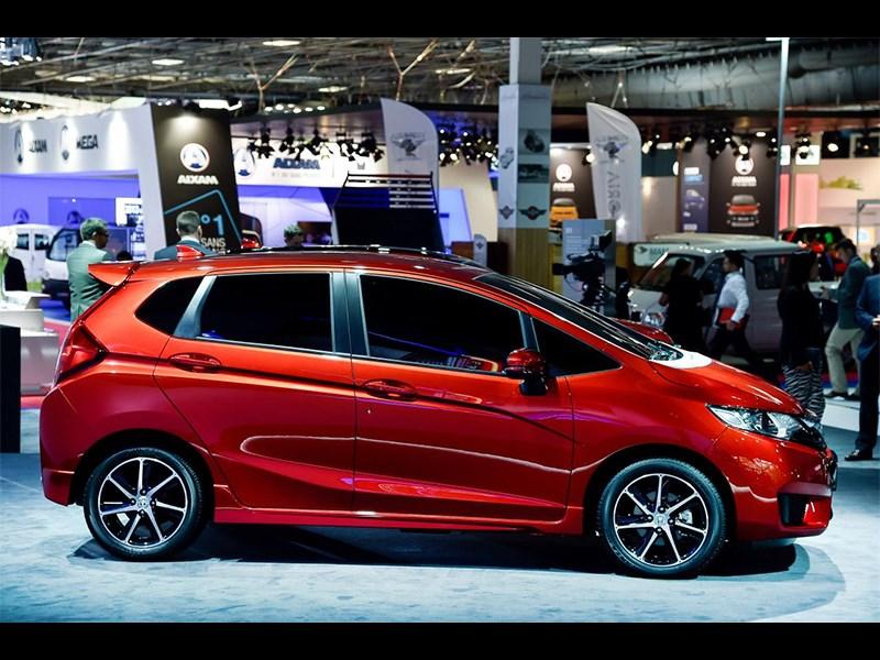 Honda Jazz 2015 вид сбоку