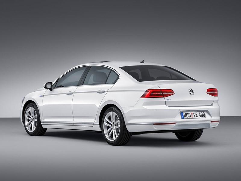 Volkswagen Passat GTE 2015 вид сзади