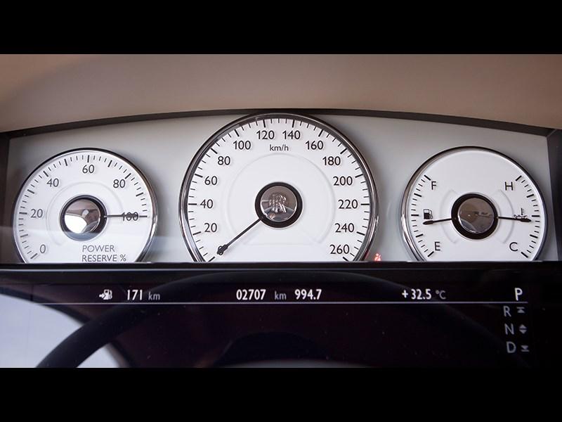 Rolls-Royce Ghost EWB 2013 приборная панель