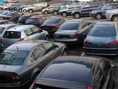 Автомобили в России продолжают дорожать