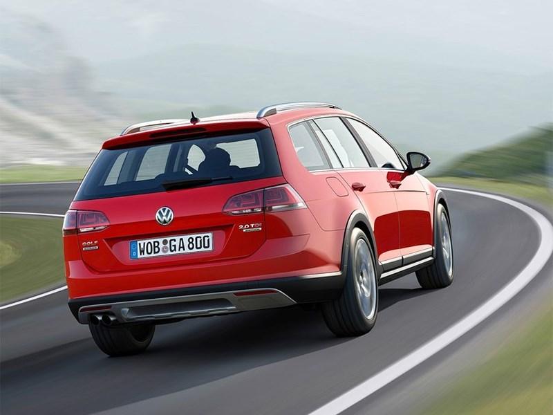 Volkswagen Golf Alltrack 2015 вид сзади