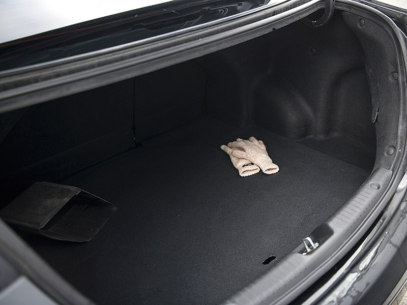 Hyundai Solaris 2012 багажное отделение