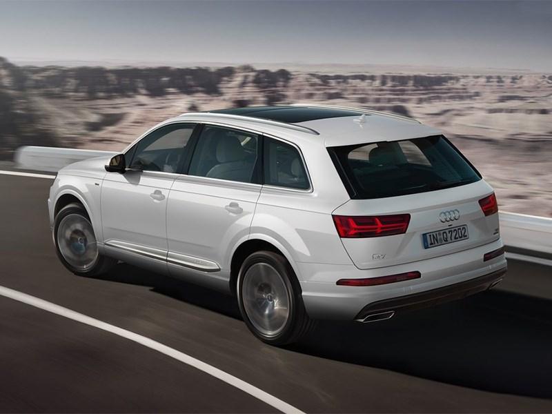 Audi Q7 2015 вид сверху