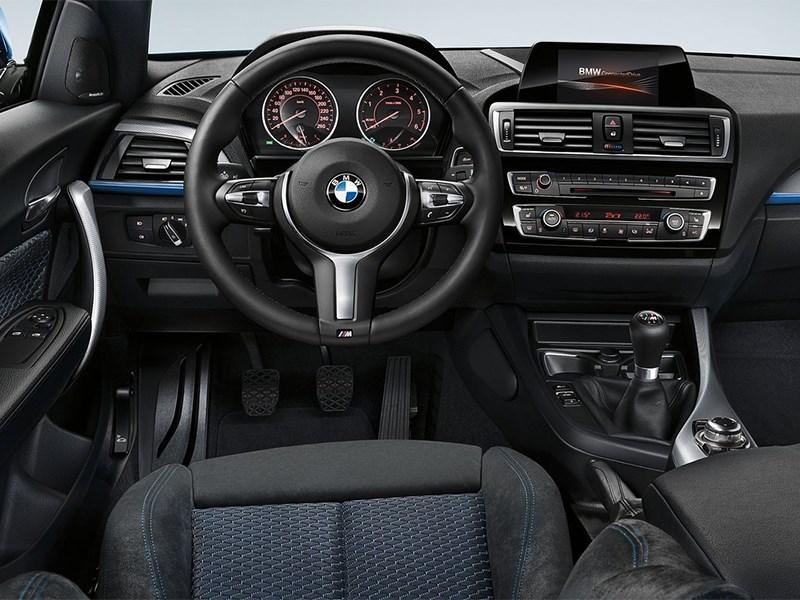 BMW 1-Series 2016 водительское место