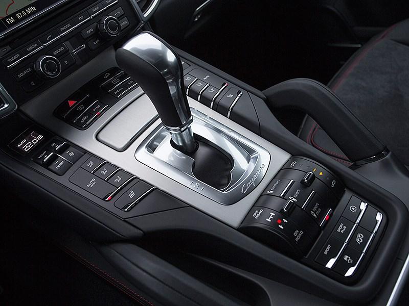 Porsche Cayenne GTS 2015 центральный тонель