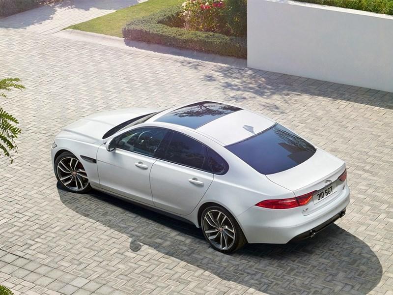 Jaguar XF 2016 вид сверху