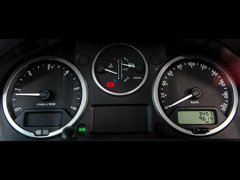 Land Rover Defender 110 2012 приборная панель