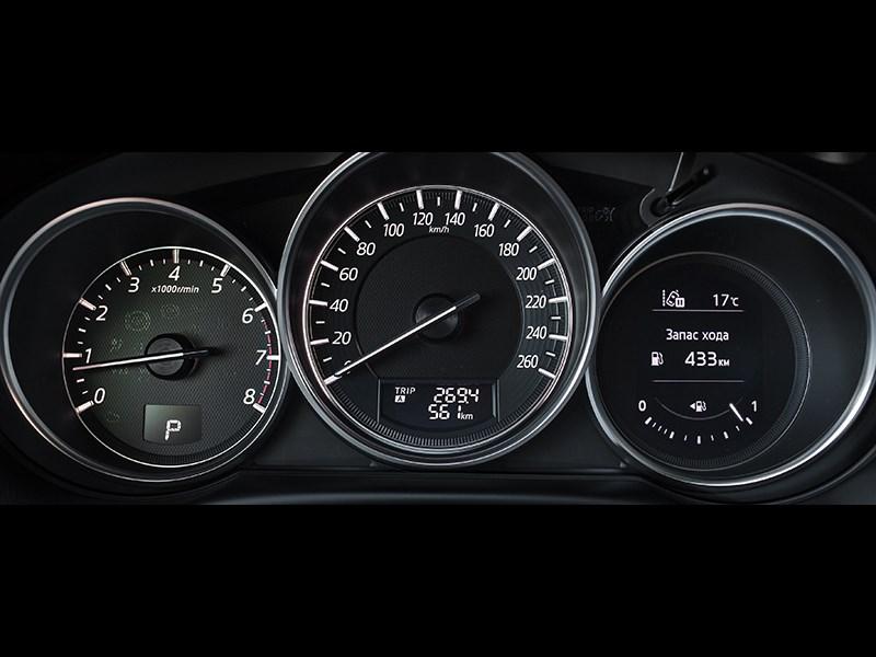 Mazda CX-5 2015 приборная панель