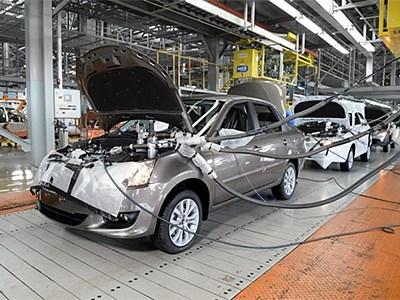 Производство легковых автомобилей в России упало почти на 38%