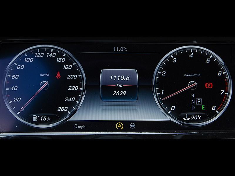 Mercedes-Maybach S 500 2015 приборная панель