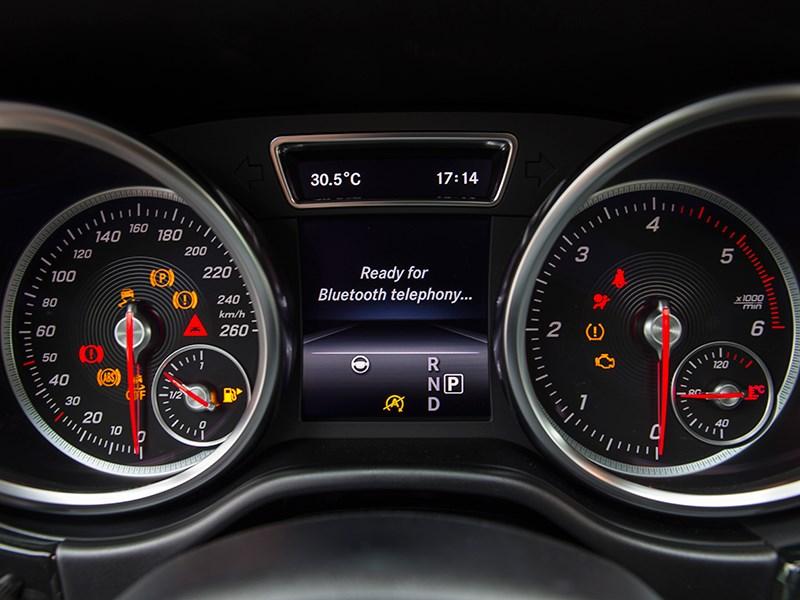 Mercedes-Benz GLE 2016 приборная панель