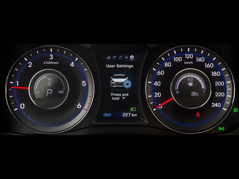 Hyundai i40 2015 приборная панель