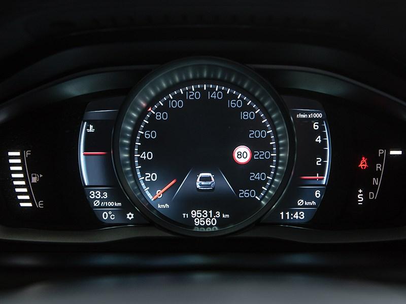 Volvo XC60 2014 приборная панель фото 1