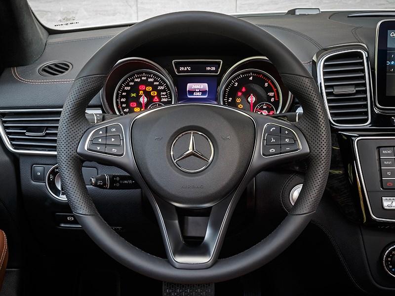 Mercedes-Benz GLE Coupe 2016 водительское место