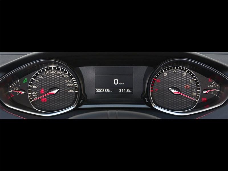 Peugeot 308 GT Line 2015 приборная панель