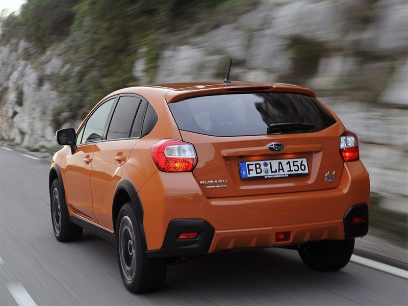 Subaru XV 2015 вид сзади