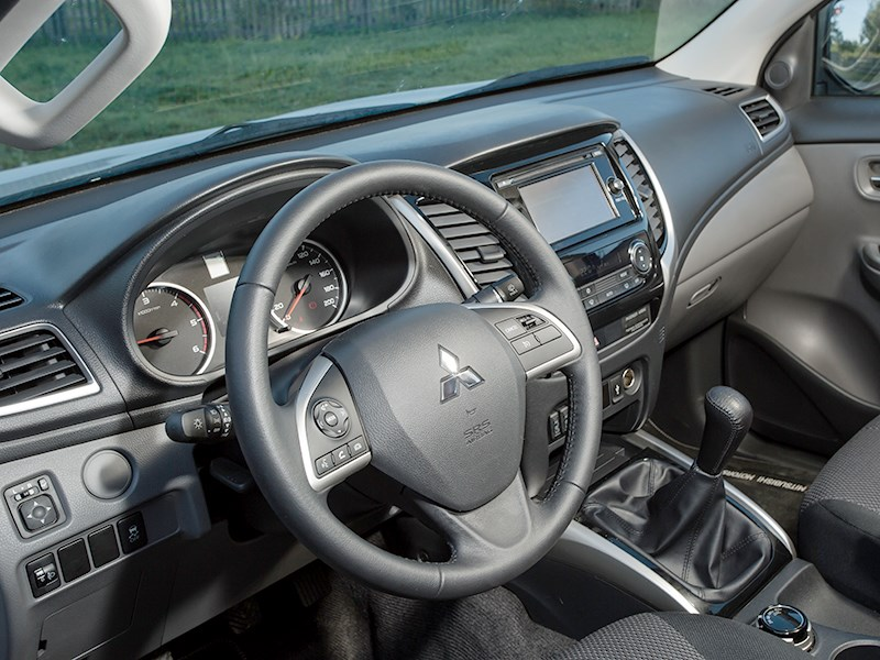 Mitsubishi L200 2015 салон