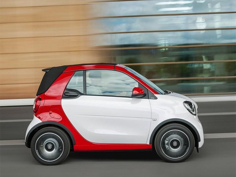 Smart ForTwo Cabrio 2016 сбоку