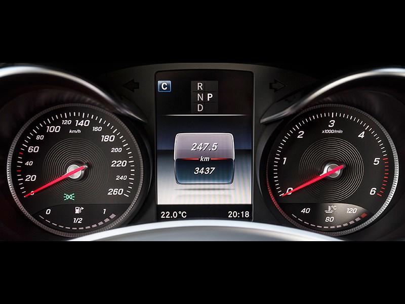 Mercedes-Benz GLC 2016 приборная панель