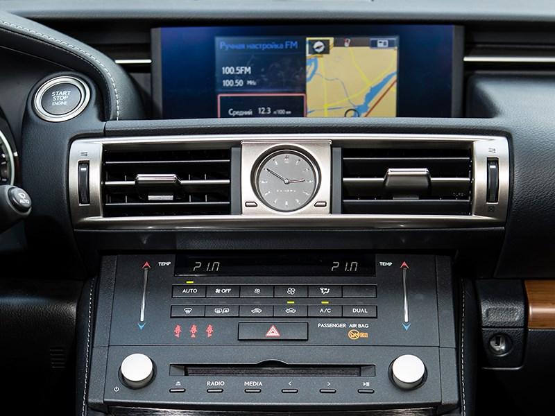 Lexus IS 2014 центральная консоль