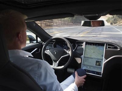 Tesla выпустила набор программ для автономного самоуправления седана Tesla Model S