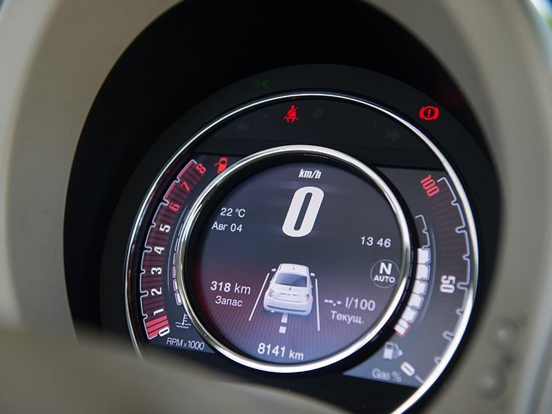 Fiat 500 2011 приборная панель