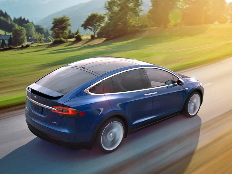 Tesla Model X 2017 вид сбоку сзади