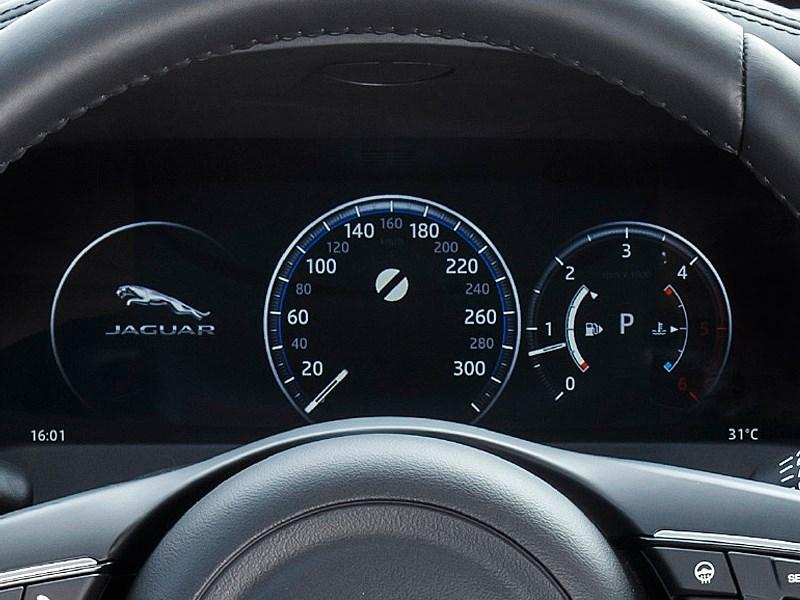 Jaguar XF 2016 приборная панель