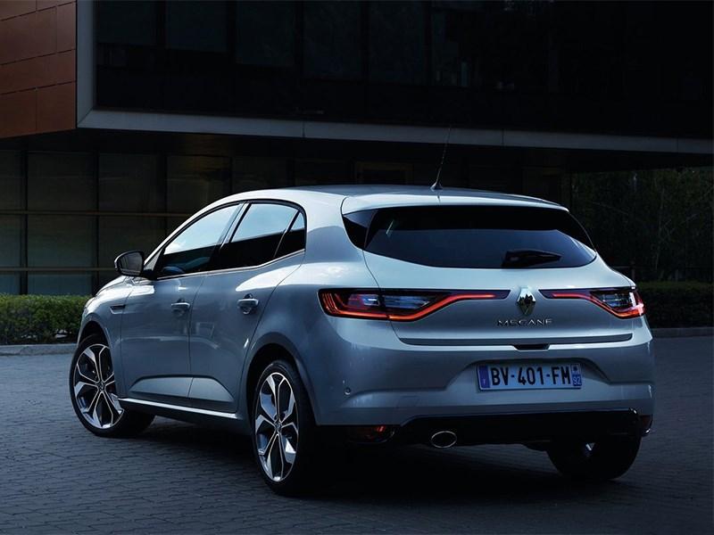 Renault Megane 2016 вид сбоку сзади