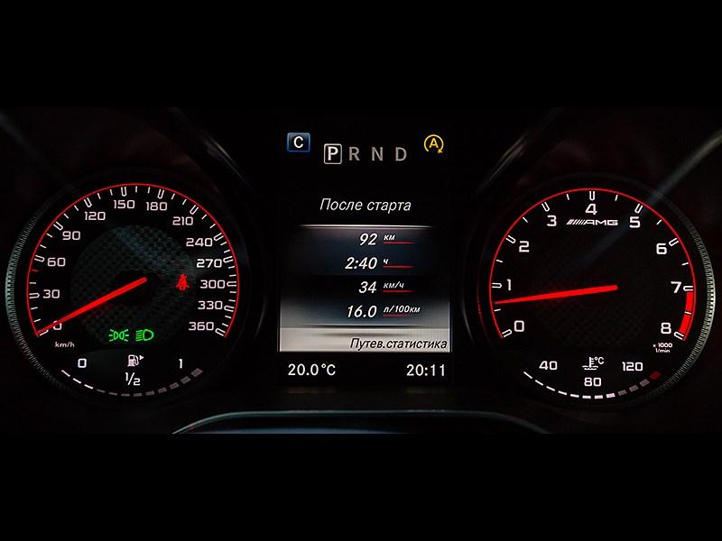 Mercedes-AMG GT S 2015 приборная панель