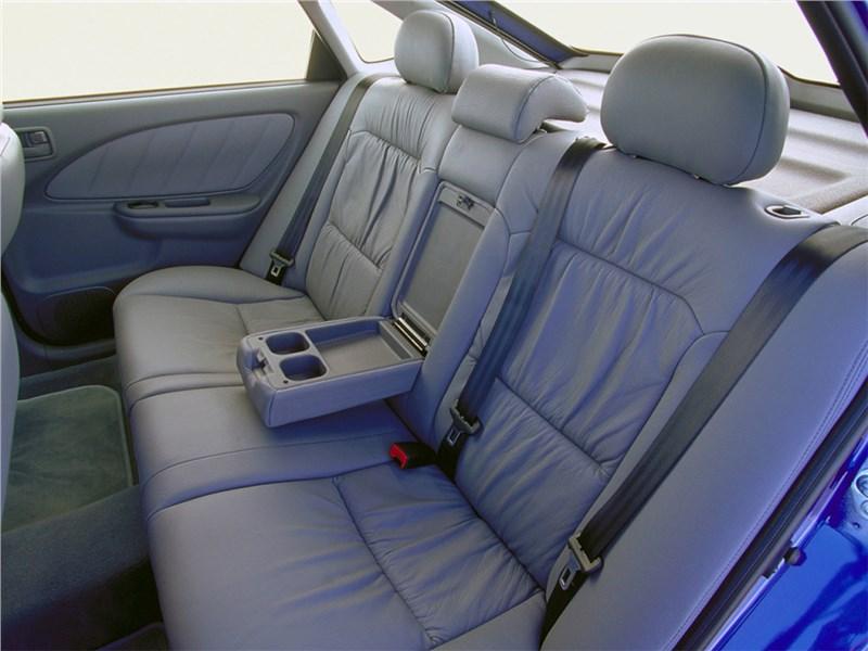 Toyota Avensis 2003 задний диван