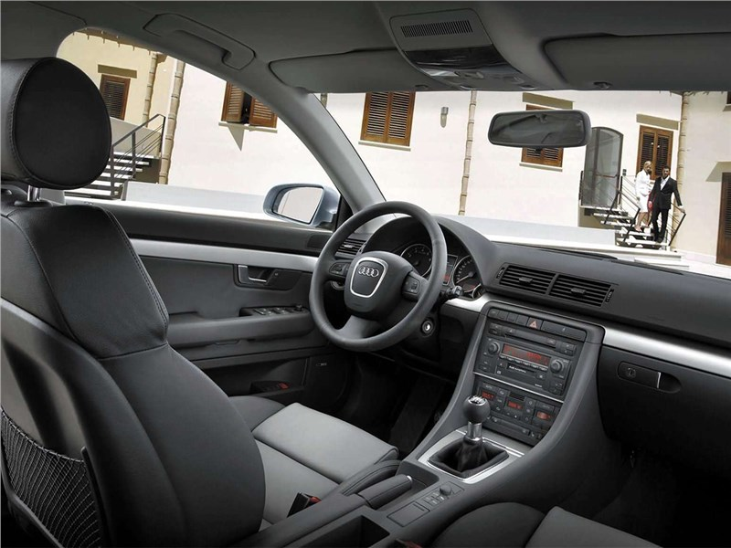 Audi A4 2005 салон