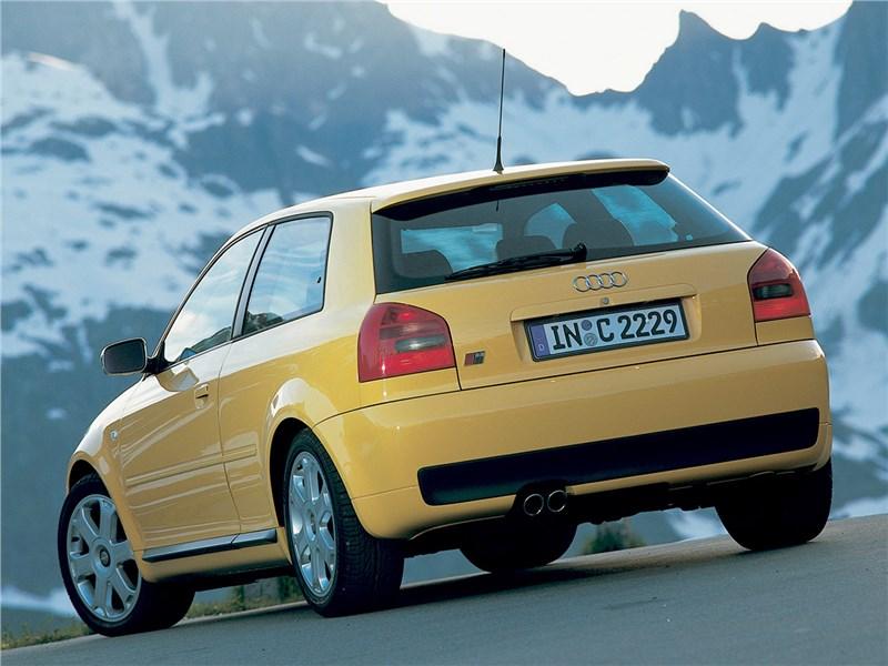 Audi S3 1999 вид сзади