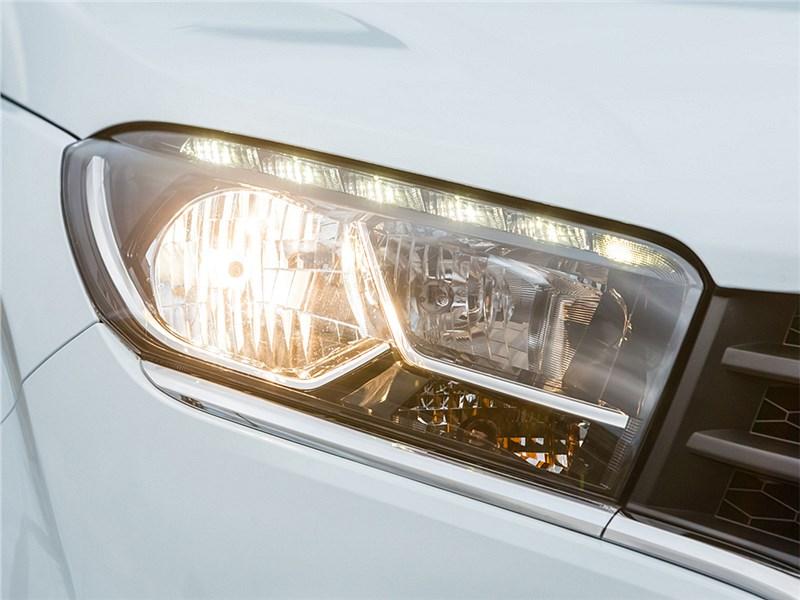 Lada XRay 2015 передняя фара