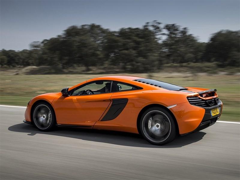 McLaren 650S 2014 вид спереди сбоку оранжевый