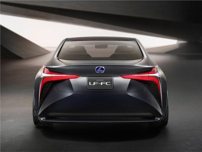 Lexus LF-FC 2015 вид сзади