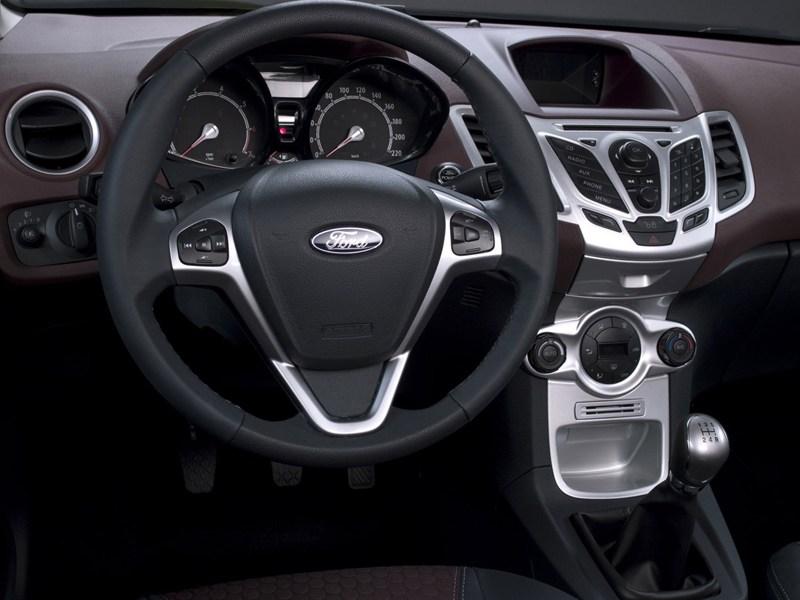 Ford Fiesta 2008 двухцветный салон фото 3