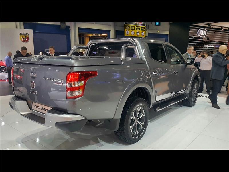 Fiat Fullback 2016 вид сбоку сзади